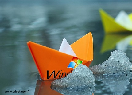 Small-paper-boats-in-water 1600x900